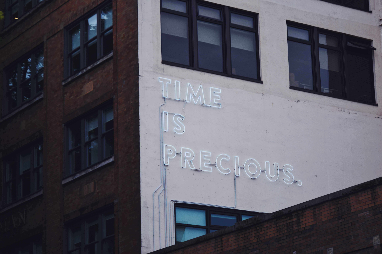 tempo é precioso ´não desperdice o seu nas redes sociais